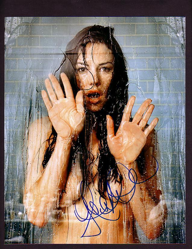 женщины в моются в душе фото